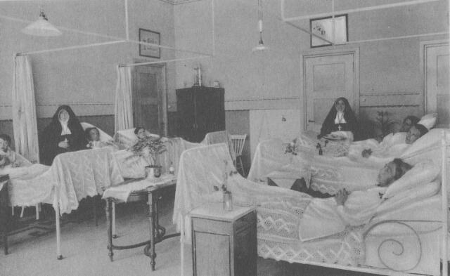 064207 - Ziekenzaal voor vrouwen in het St. Felixgesticht te Udenhout, dat onder leiding stond van de congregatie van zusters van liefde van O.L.V. Moeder van Barmhartigheid uit Tilburg.