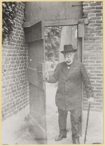 """073440 - mr. Abraham Hendrik Baan de Lindlbian Verster (1830-1915) Geboren te  Amsterdam overleden te Oisterwijk. Hij woonde in 'De Drye Swaantjes"""" aan de Lind. Hij was kantonrechter te Boxtel en Tilburg, bovendien was hij rentmeester over de goederen van baron van Lijnden, hij was stichter van de Israëlische begraafplaats aan de Hondsbergselaan. Een aantal schetsportretten van zijn hand zijn bewaard gebleven."""