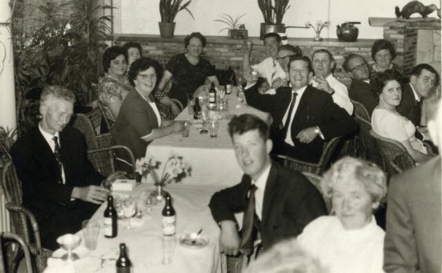 093050 - Viering van het 25-jarig bestaan van de R.K. Bond van Melkhandelaren St. Martinus afdeling Tilburg.