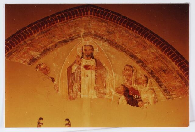 062840 - Schoonmaken van muurschilderingen in de R.K. kerk van de H. Caecilia aan de Kerkstraat 2 te Enschot