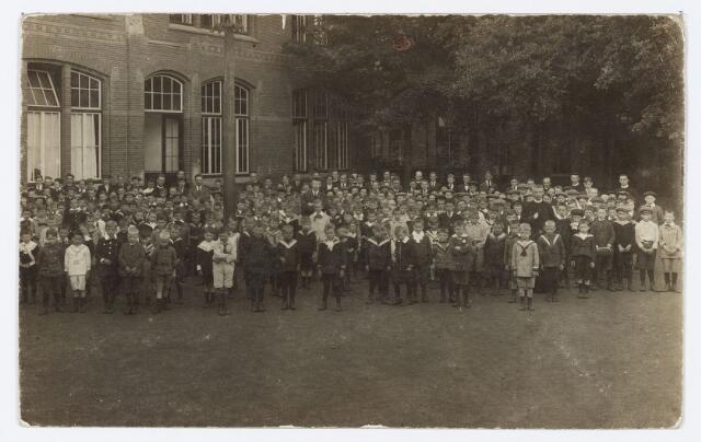 051300 - Basisonderwijs. Klassenfoto r.k. lagere school. De Leoschool.