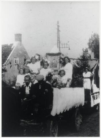 89688 - WOII; WO2; Tweede Wereldoorlog. Bevrijdingsfeest in 't Hoekske-Helkant