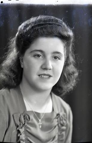654789 - Portret van een jonge vrouw.