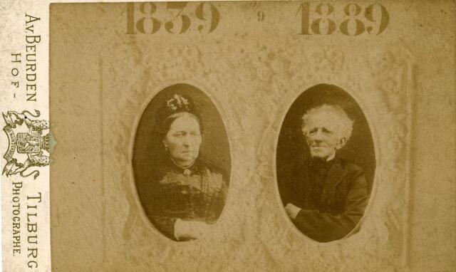 600296 - Koopman Leonardus Joannes Cornelius Bronsgeest, geboren te Oegstgeest op 11 februari 1809 en overleden te Tilburg op 21 maart 1895, zoon van Jan Bronsgeest en Geertruida Johanna van der Aa, trouwde met Theordora Martina Tetteroo, geboren te Stompwijk op 22 april 1819 en overleden te Tilburg op 9 april 1890. In 1889 vierde het echtpaar hun gouden bruiloft. Vijf zonen werden priester, waarvan er twee als jezuïet in Amerika woonden.