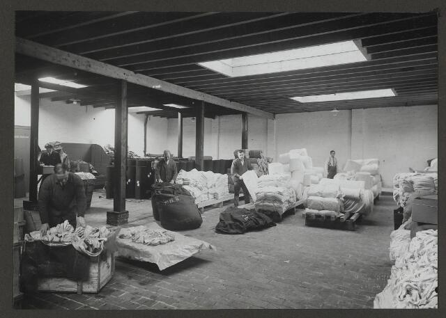 071865 - Het textielmagazijn van stoomververij en chemische wasserij De Regenboog aan de Bredaseweg.  De foto is afkomstig uit een album dat werd gemaakt en aangeboden naar aanleiding van het 40-jarig jubileum van textielfabriek De Regenboog  van de firma Janssen en Bierens op 2 december 1930.