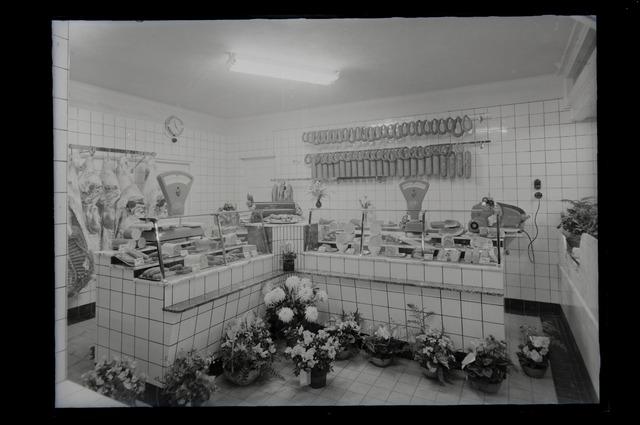 655006 - Middenstand. Interieur onbekende slagerij