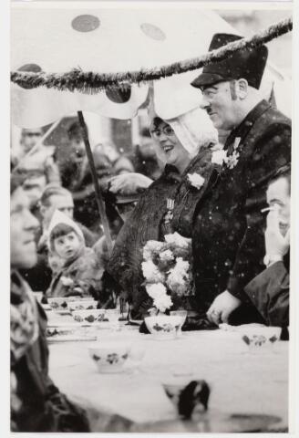 101338 - Carnaval 1965. Boerenbruiloft. Boer Joanus met zijn vrouw.