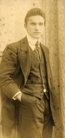 1709019 - Waarschijnlijk een portret van Harry Franken aan het begin van de 20ste eeuw.