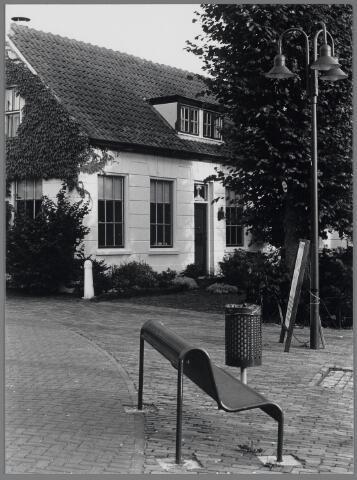 """88731 - """"Het Veerhuis"""" Markstraat 57, aan het eind van de Markstraat in Terheijden bij de Haven aan de Mark, waar reizigers wachtten op de trekschuit naar Breda en naar Rotterdam. Dat heeft geduurd tot 1835. Het pand was lang een herberg met een bakkerij en later nog een slijterij."""