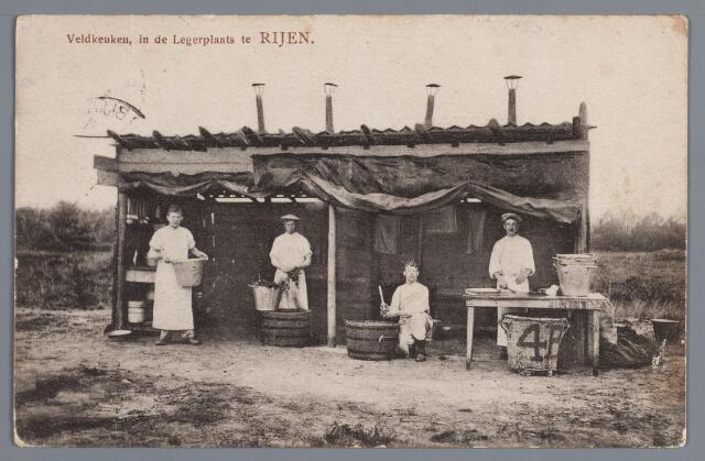 058069 - Rijen, millitair kamp. Tussen de Rijksweg en de spoorlijn bevond zich het z.g.´Kamp bij Rijen´. waarvan het leger reeds in de 18e en 19e eeuw gebruik maakte. Hier de veldkeuken van de legerplaats omstreeks 1900.
