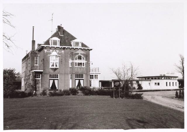 023940 - Villa 'Eigenhorst' op Koningsghoeven circa 1975