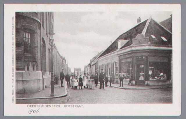 058216 - Koestraat in Geertruidenberg.