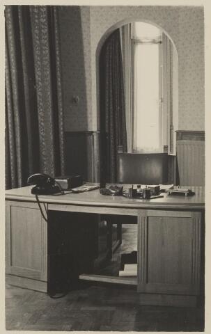 058695 - Interieur burgemeesterskamer in het  gemeentehuis. Ingebruik genomen op 6 september 1952 na de verbouwing.