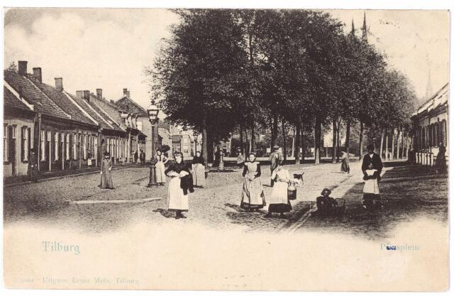 001951 - Het Piusplein is genoemd naar paus Pius IX, paus van 1846 tot 1878. De namen Piusplein en Piusstraat moeten omstreeks 1871 ontstaan zijn. De oude naam van het Piusplein was het Ven. Al in 1538 wordt 'het Ven by de Hovel' genoemd.In de periode 1890-1914 werd het Piusplein steeds meer betrokken bij de Tilburgse kermis. Vooral de grote attracties vonden een plaats op dit plein: de schouwburgtenten van Daeselaar, Barendse en Verhagen, circus Libo, waar een dikke dame te bewonderen was van 410 pond, circus Carré, waar de 85 cm. kleine miis Coria optrad met haar jakhalzen enz. In 1900 stond er het danshuis van de weduwe Torremans. Bij een schietpartij in de nabijheid van deze tent werd F. van Stratum uit de Schoolstraat zwaar gewond. Ook na de Eerste Wereldoorlog stonden er, ook tijdens de kermis, vaak circustenten op het Piusplein b.v. circus Bever, Hagenbeck, Royal enz.