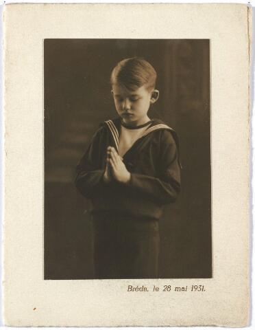 005763 - Jacques Smits bij zijn 1e H. Communie. Hij trouwde met Goyarts.