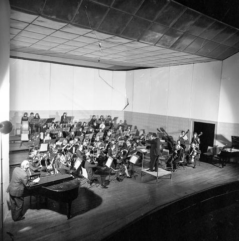 D-001666-1 - Leerlingenorkest van de Tilburgse muziekschool in de Tilburgse schouwburg