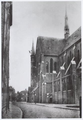 020000 - Kerk van het Heilig Hart van de parochie Noordhoek, ontworpen door architect dr. P.J.H. Cuypers, gezien vanuit de Industriestraat (thans Hart van Brabantlaan) omstreeks 1905. Het werd in 1897/1898 gebouwd en in 1975 gesloopt