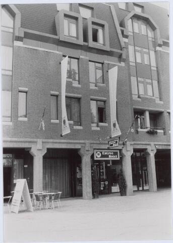 021212 - Entree van het hotel in complex Heuvelpoort