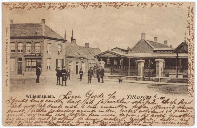 002542 - Willemsplein met links van de Koningstraat café Marktzicht en rechts de overdekte vishal.