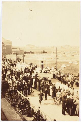 009013 - optocht van de H. Kindsheid in de Hoefstraat in 1924.