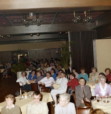 1237_012_976_007 - Zorg. Feestelijke bijeenkomst in de Postelse Hoeve van de Tilburgse Kruisvereniging in april 1985.