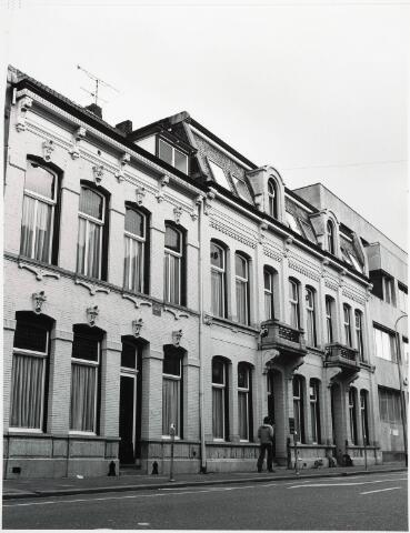 032801 - Stadsvernieuwing. Voorgevels van de panden aan de Stationsstraat 16,18 en 20, die in het voorjaar van 1979 werden gesloopt ten behoeve van het Centraal Ziekenfonds