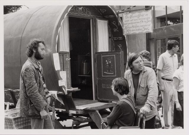 040663 - Kruikenmarkt op 11 juli 1981.
