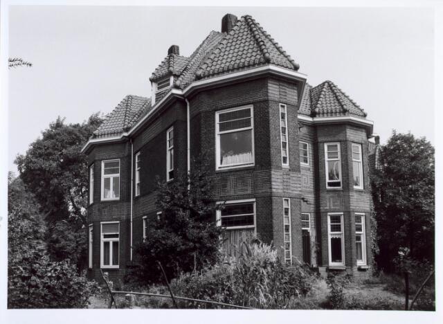 019421 - Fabrikantenwoning Goirkestraat 79, op de hoek met de Kasteeldreef. Het werd gebouwd in opdracht van wollenstoffenfabrikant L. Schoenmakers en ontworpen door architect F.C. de Beer