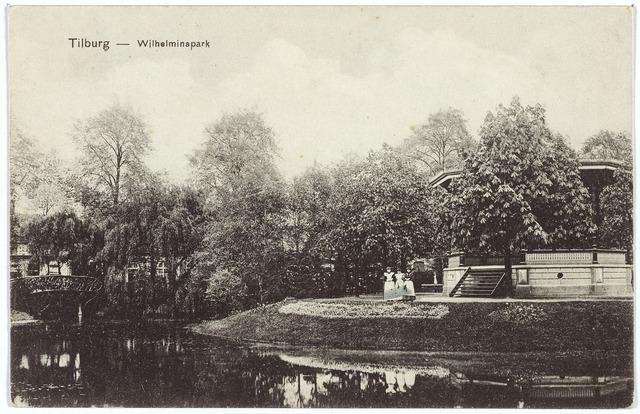 002878 - Wilhelminapark, muziekkiosk. Links het bruggetje over de vijver.