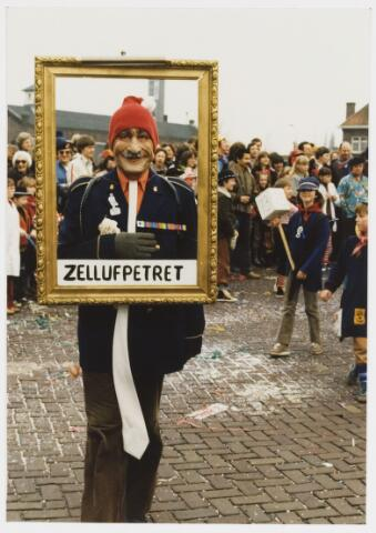 068341 - Carnaval. Een eenling uit de carnavalsoptocht van 1980