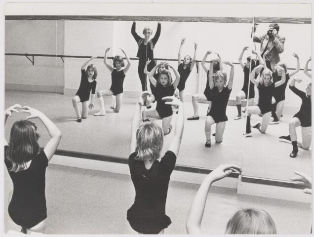 081707 - Muziekschool  gevestigd Hoofdstraat 58, Rijen. Balletles.