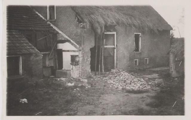 082205 - WOII; WO2; Bombardementsschade aan een huis op de Haansberg