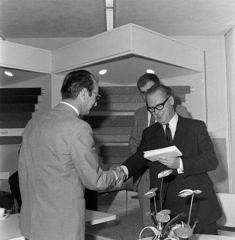 1237_012_993_001 - Viering van een jubileum van textiel firma Van Besouw b.v. in mei 1972.