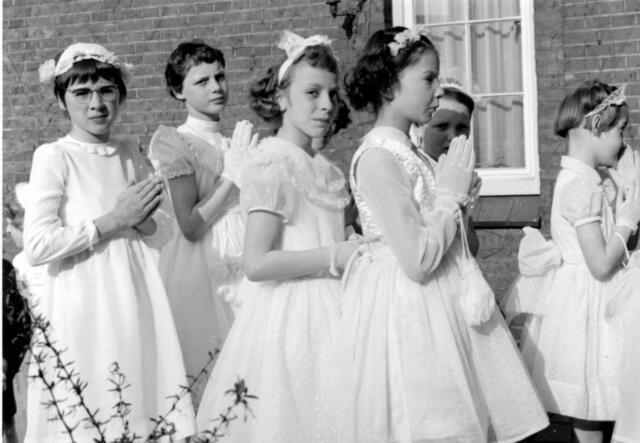 055010 - Regligie. Bruidjes bij de jaarlijkse H. Harthulde.