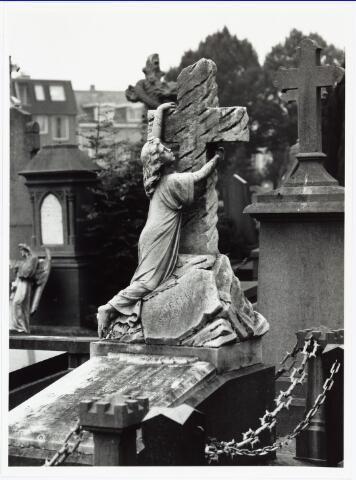 007206 - Graf van Marietje Kessels (1889-1900) op de begraafplaats van ´t Heike aan de Bredaseweg (graf A 11/45)