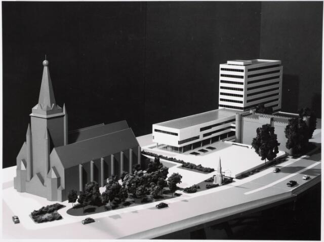 032550 - Maquettes van het administratiegebouw van de gemeente secretarie aan het Stadhuisplein van architect Kraayvanger