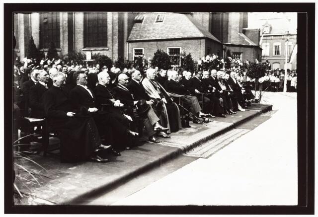 008970 - Onthulling monument Mgr. Zwijsen.