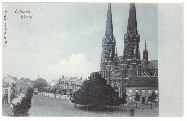 000867 - Heuvel met kerk St. Jozef, pomp, pastorie en lindeboom.