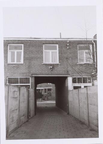 014097 - Tunnel tussen twee panden in de Akkerstraat