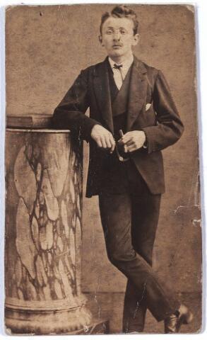 005997 - Frans J.J.B. Verbunt, geboren te Tilburg 14 september 1856, overleden aldaar 25 november 1924, gehuwd met Agnes Conijn, (foto plm. 1870/75)