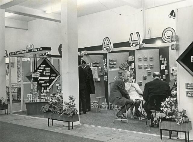 601966 - Stand van de N.V. Koek- en Banketfabrieken A.H.O. (Adriaan Huijbregts-Ooms) uit Goirle op de zoetwarenbeurs te Utrecht.