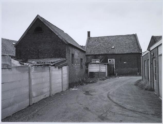 023512 - Achterzijde van het pand Kapelstraat 85 eind 1975