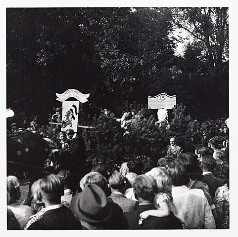 012216 - WO2 ; WOII ; Tweede Wereldoorlog. Ook de Binnenlandse Strijdkrachten waren op 9 mei 1945 vertegenwoordigd in de bevrijdingsoptocht op 9 mei 1945 in het Wilhelminapark