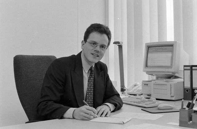 1237_002_218_010 - Personeelfoto van een medewerker Van Spaendonck in maart 1998.