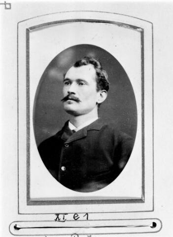 048475 - Petrus Johannes (Jan) van Riel, metselaar, geboren te Tilburg op 13 april 1861 en aldaar overleden op 14 oktober 1897. Hij trouwde in Tilburg op 11 februari 1890 met Adriana Elisabeth Mulders.