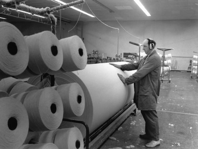 1238_F0042 - Van Puijenbroek Textiel.1865-tot nu. Spinnerij: 1959 in Tilburg geopend en gesloten in 2004. Rollen met garens.