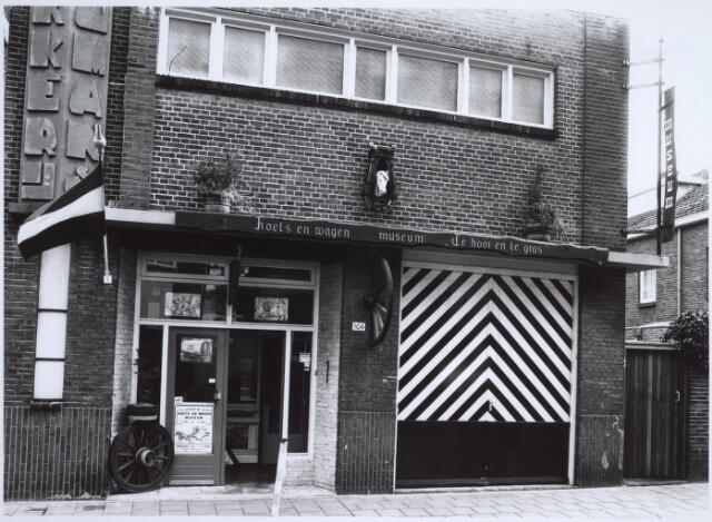 025539 - Musea. Koets- en wagenmuseum `Te hooi en te gras` van Cor Penders aan de Langestraat, gevestigd in een voormalig pand van Drukkerij Bergmans aan de Langestraat. Eind 1985 moest het museum noodgedwongen verdwijnen.