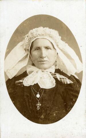 200496 - Joanna van Roozendaal geb. 12-08-1830 te Gilze, ovl. 22-06-1914 Tb. Zij was gehuwd met Antonius Schellekens.