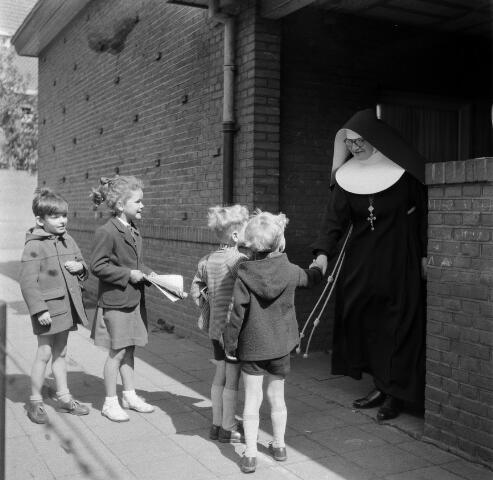050571 - Kleuterschool missiezusters St. Willebrordusplein 4, Tilburg.