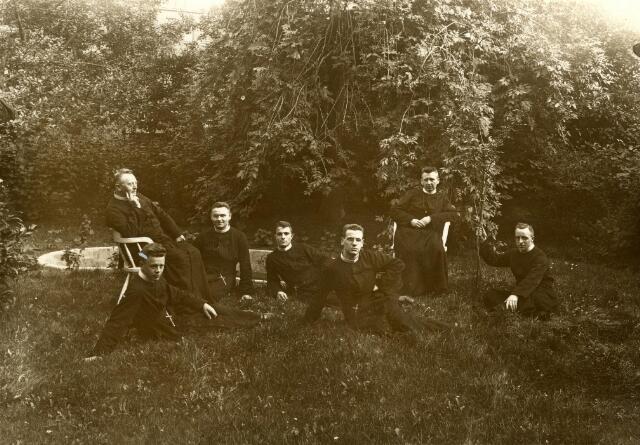 600425 - De kloostergemeenschap van het fraterhuis van de congregatie van de fraters van O.L.V. Moeder van Barmhartigheid te Udenhout.